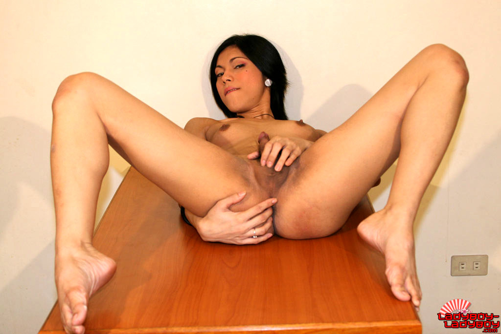 Arousing Asian Katoey Undressing