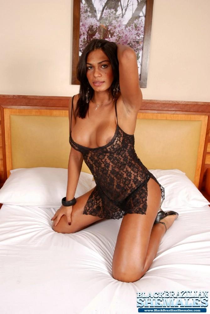 Black T-Girl Hottie Exposes Her Splendid Body