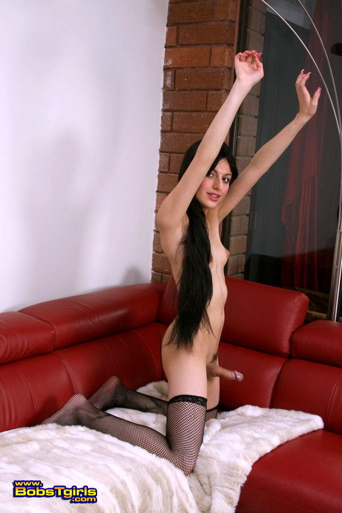 Brunette Sweetie Alisha Posing Her Stunning Body