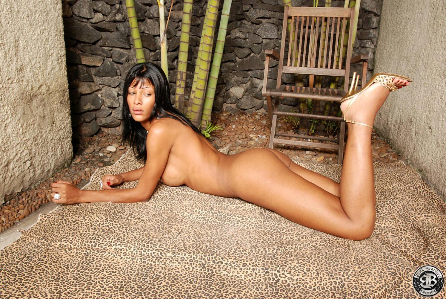 Dazzling Ladyboy Miriany Performing Naked