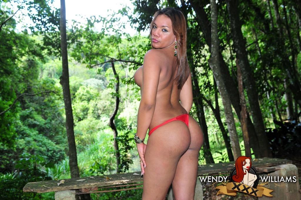 Kissable TS Rebeka Trajano Posing In Nature