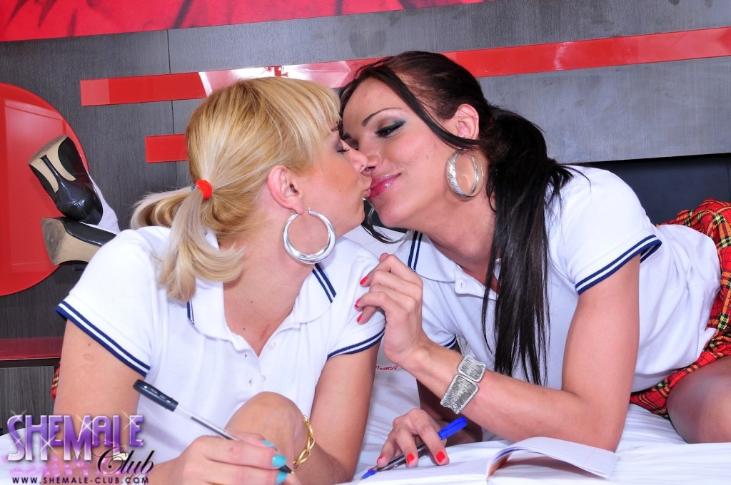 Perfect Walquiria And Leticia Banging And Eating Cock