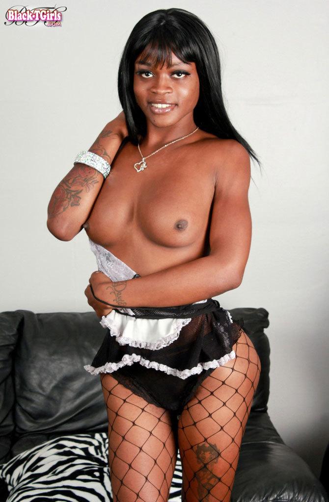 Sensuous Black Tgirl!