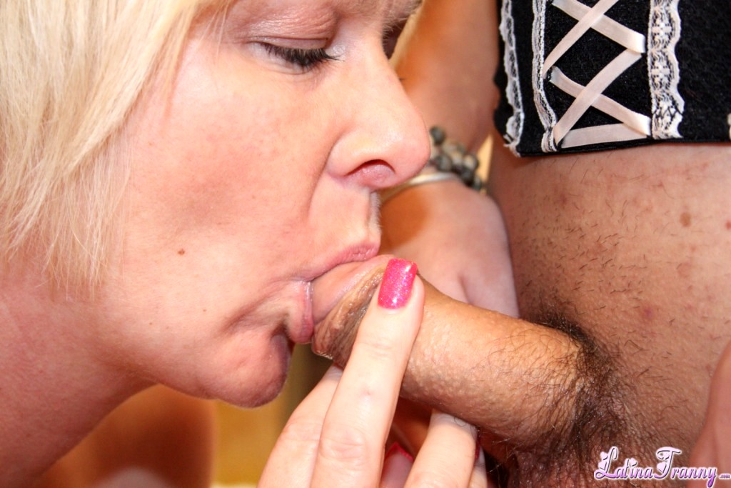 Slutty Shemales Nikki And Zoe Nailing A Woman