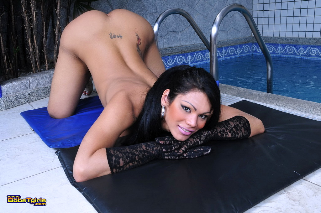Sweet Transsexual Cassia Hearts Stripping And Posing