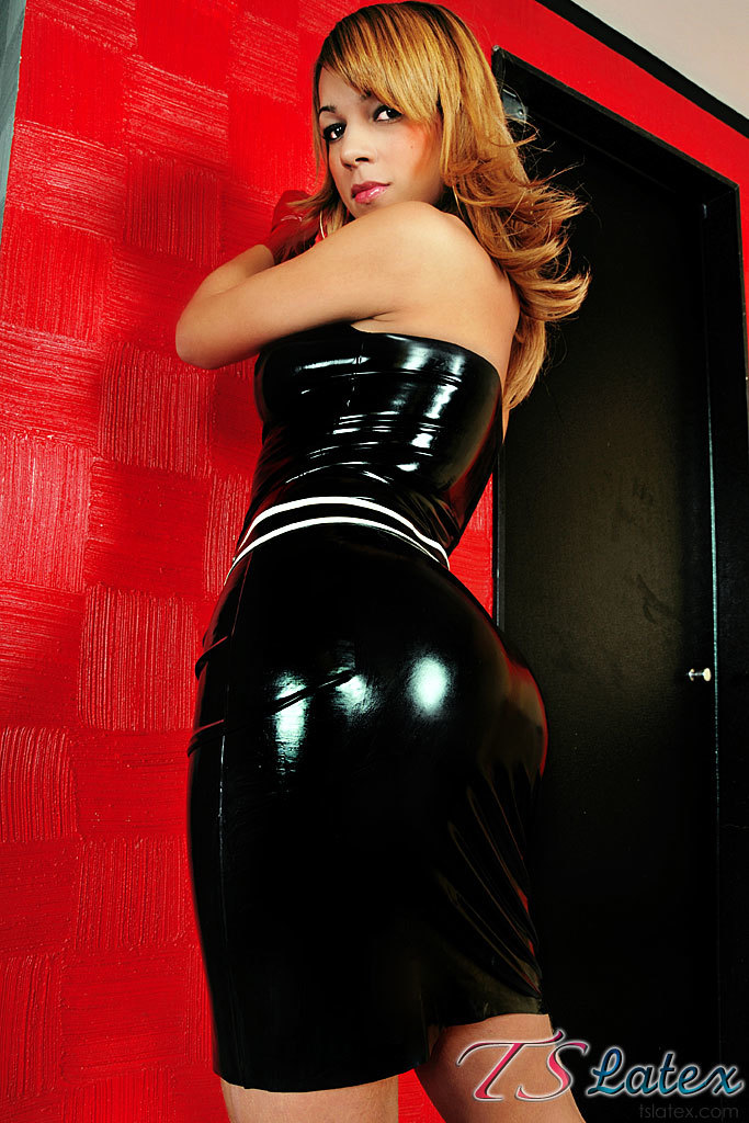 Tgirl Hottie In Black Latex And Red Heels