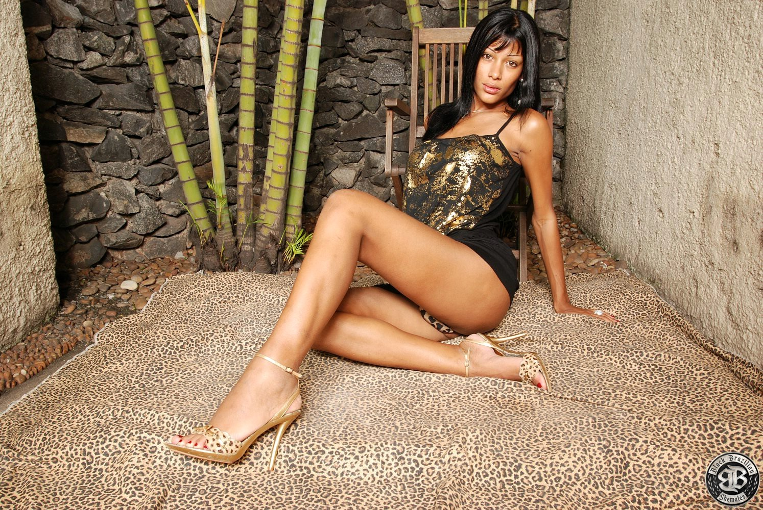 Transexual Diva Miriany Gives A Racy Show