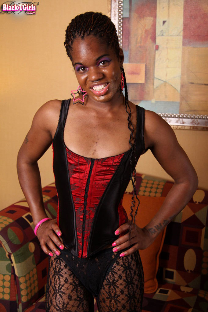 Yummy Black T-Girl With A Long Tool